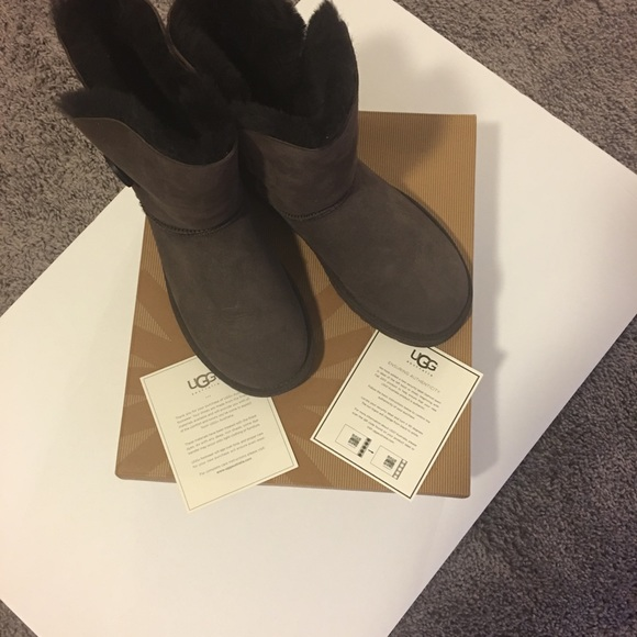 6f1293be0ba Ladies Ugg Bailey Button Boots Size 7 NWT